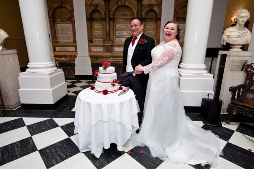 cut cutting cake wedding rose roses flowers
