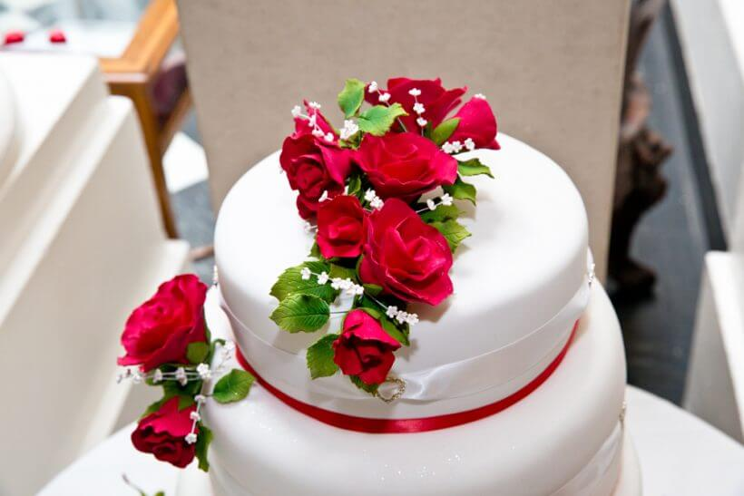 Wedding cake Izabela Amreet's wedding Gurkha knife cutting