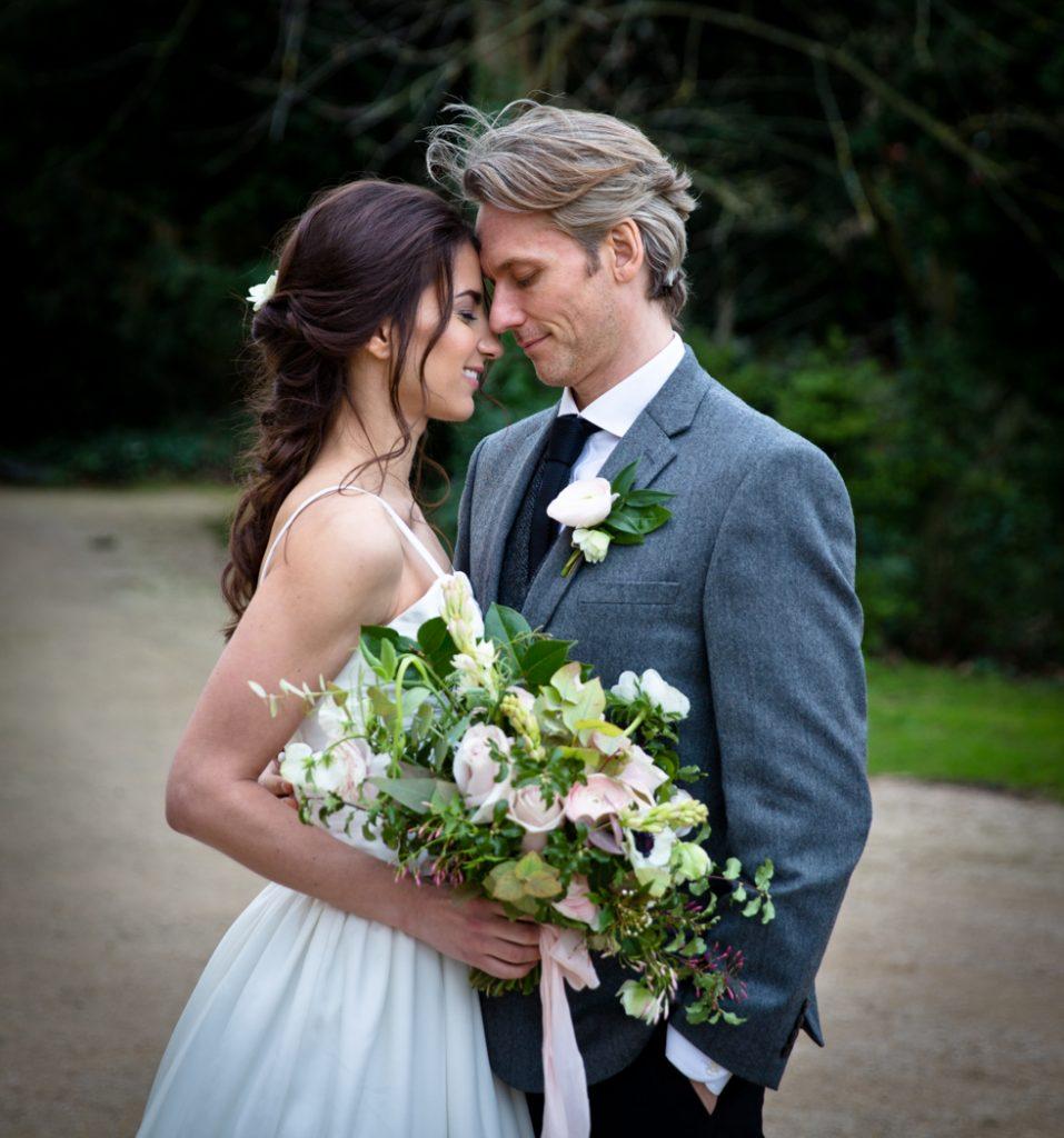 wedding bride dress flowers groom bouquet