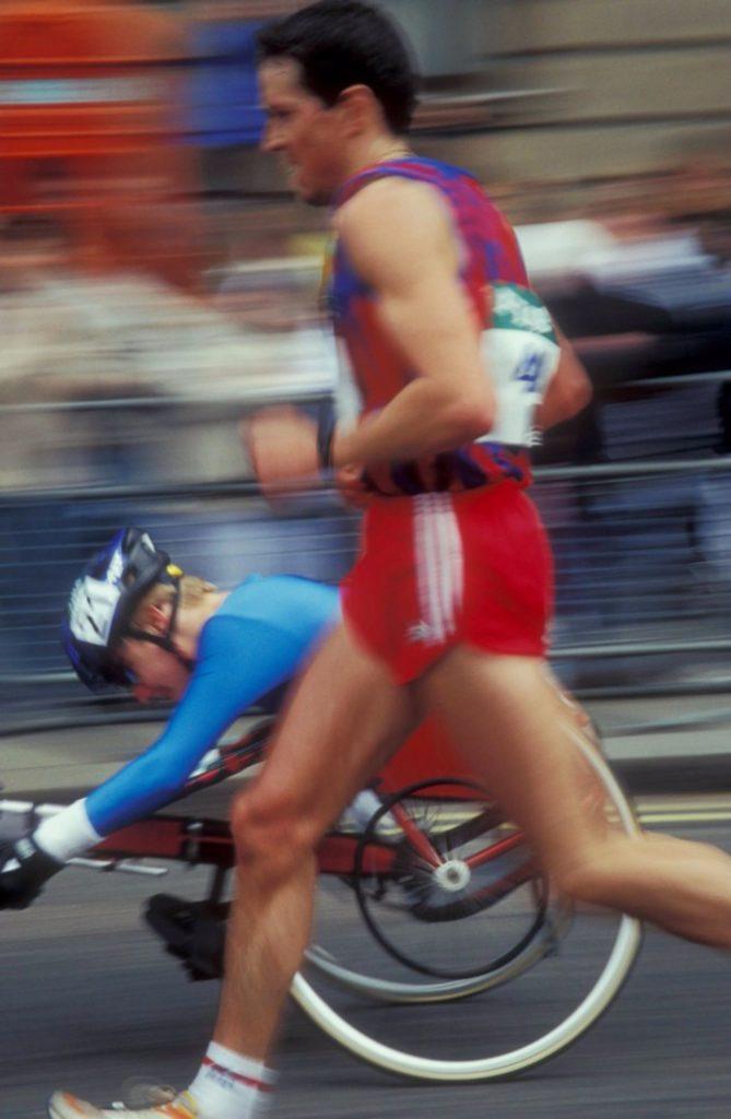 Paralympic-runners-London-marathon-705x1080