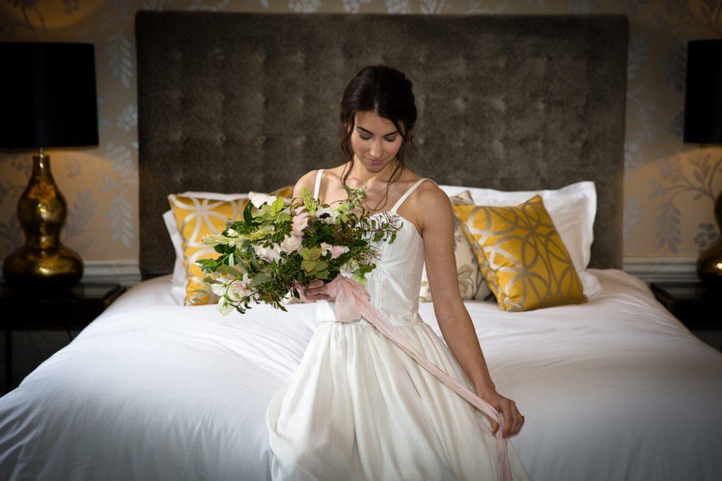 wedding bride dress bouquet flowers